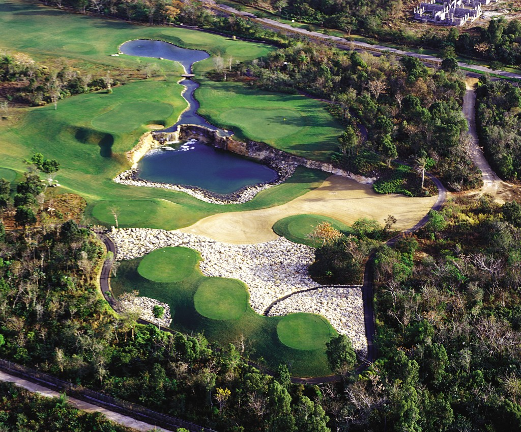 Guavaberry-Golf-Country-hres